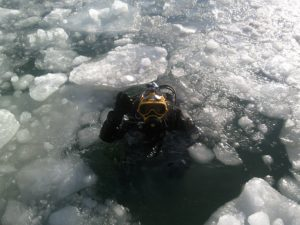 Cold adventure, scuba diving under the ice
