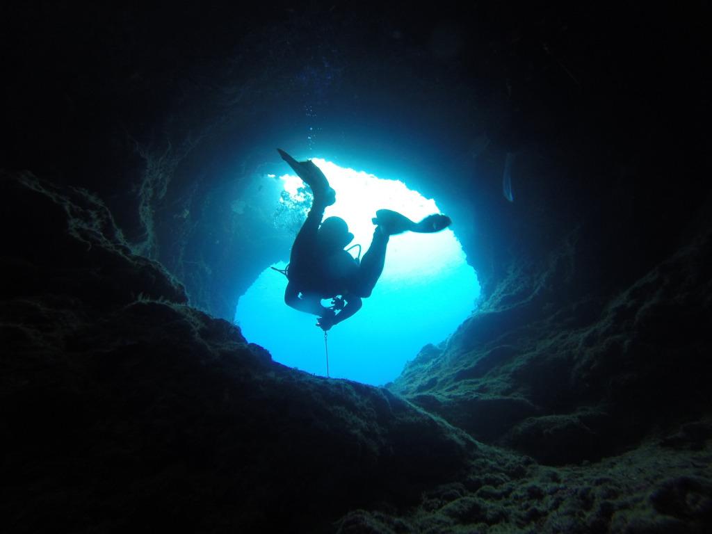 Cavern scuba diving