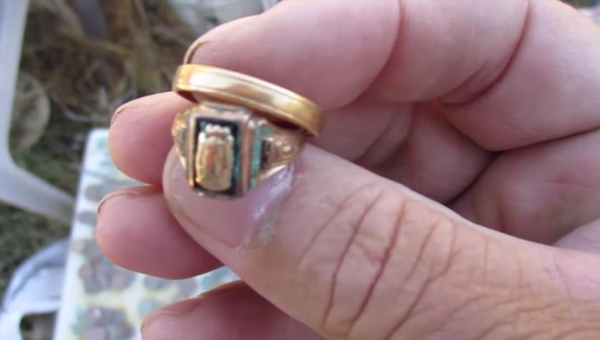 diver find gold ring