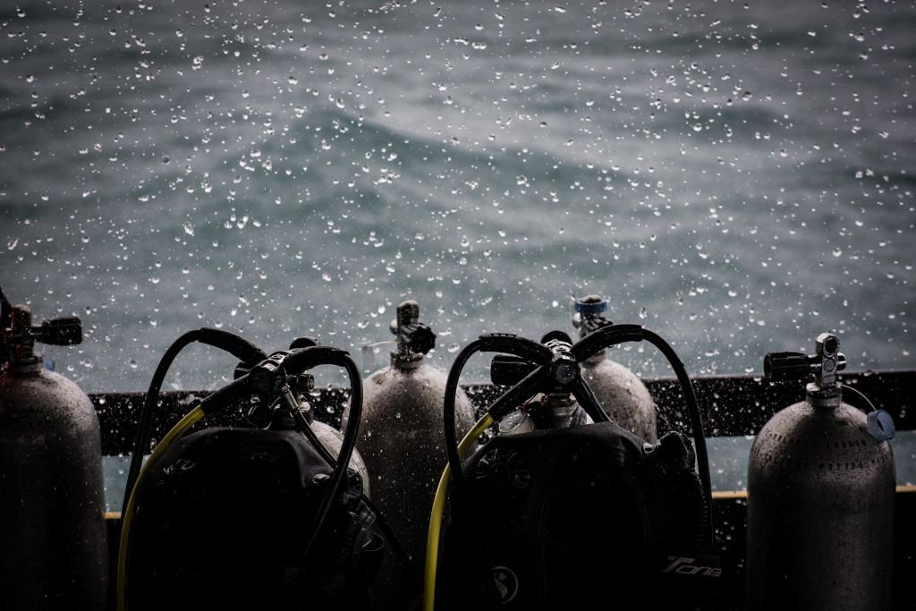 scuba air tanks