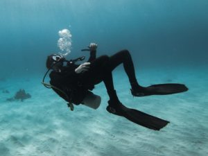 How to keep warm while scuba diving